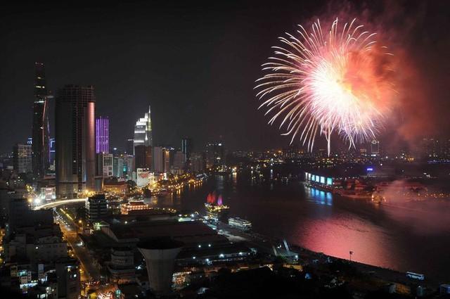 Nhiều tuyến đường trung tâm Sài Gòn bị cấm để phục vụ bắn pháo hoa mừng Tết Dương lịch - Ảnh 1.
