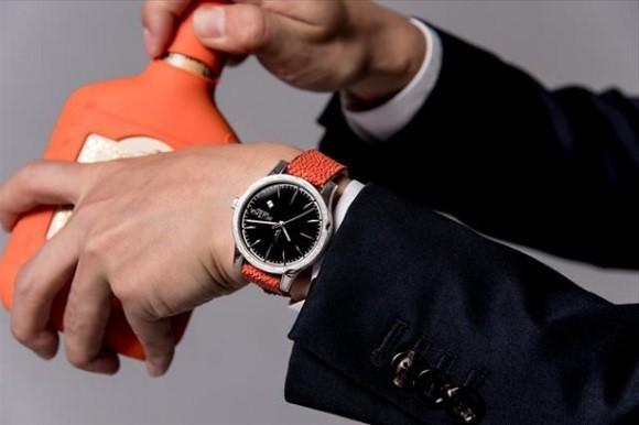 Đây là chiếc đồng hồ được tạo nên từ kỹ thuật rèn kiếm 700 năm tuổi của Nhật Bản - Ảnh 1.