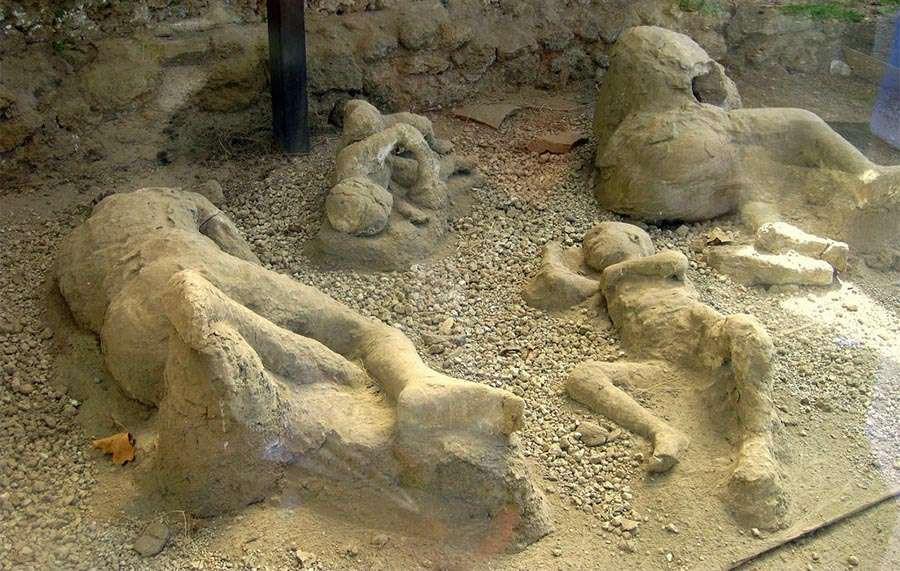 Đây là thi thể hóa đá tại Pompeii hot nhất mạng xã hội, và chỉ cần nhìn là bạn hiểu lý do - Ảnh 1.