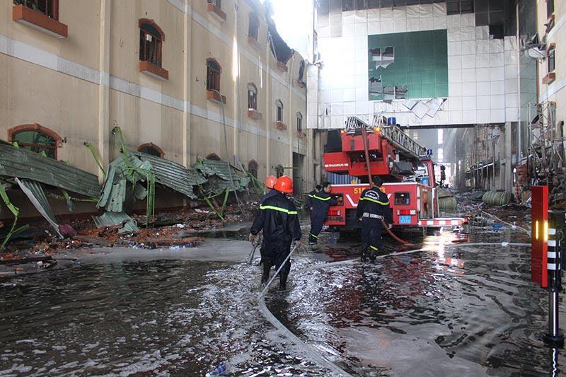 Hình ảnh tan hoang sau vụ cháy suốt 24 giờ ở Cần Thơ - Ảnh 11.