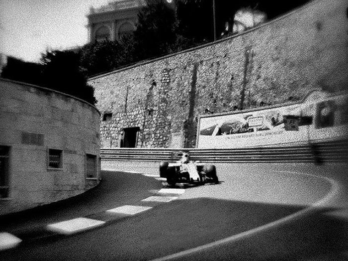 Nhiếp ảnh gia chớp khoảnh khắc của những chiếc xe đua Công thức 1 với chiếc máy ảnh 104 tuổi, và đây là kết quả - Ảnh 20.