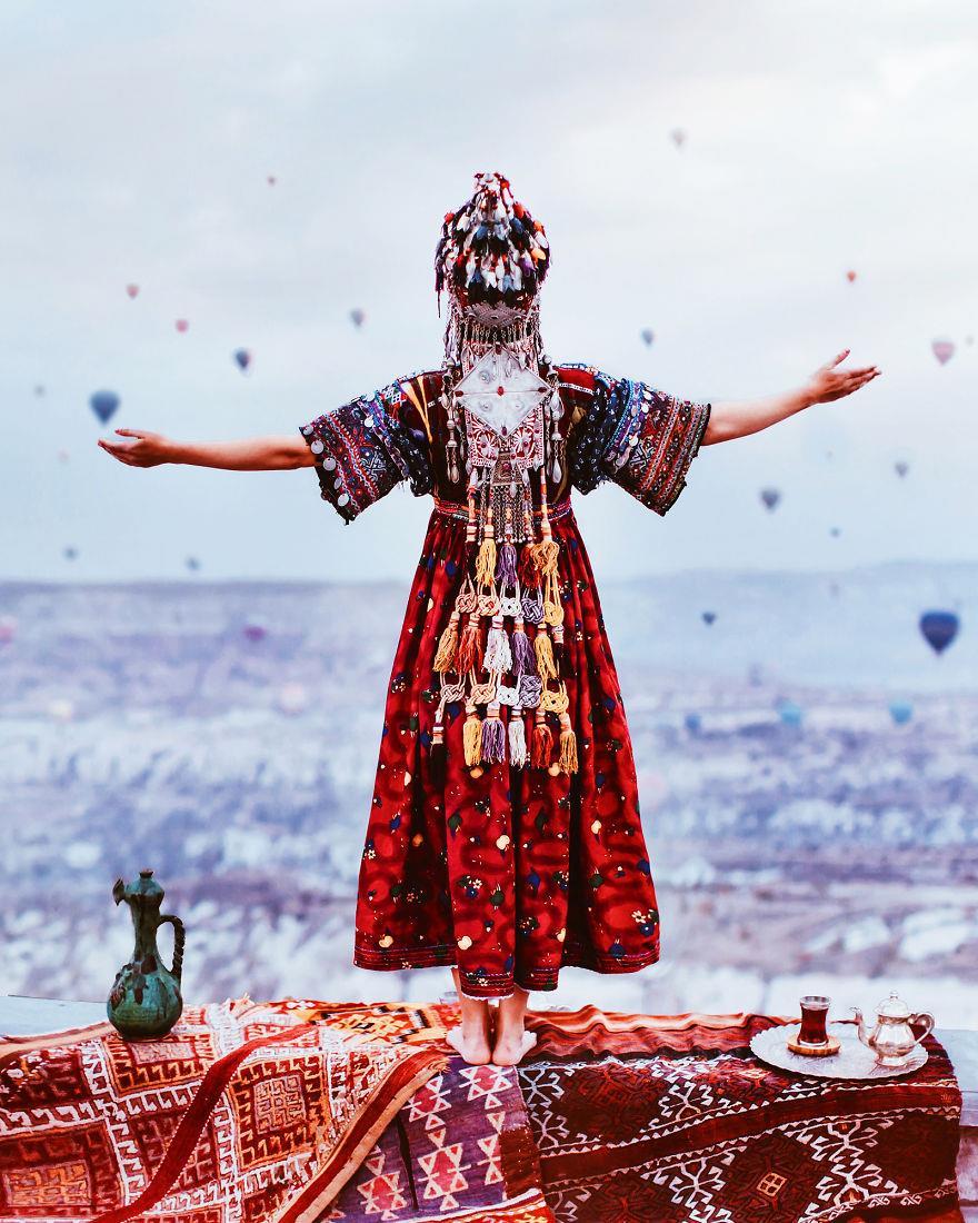 Chuyến chu du khắp thế gian của những bộ váy lộng lẫy - Ảnh 20.