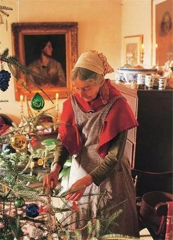 Ngôi nhà cổ tích có thật của bà cụ 92 tuổi khiến ai ai cũng phải trầm trồ, ước mơ - Ảnh 11.
