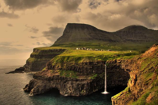 Ngất ngây đắm chìm trong những ngôi làng phủ đầy hoa tươi khắp thế giới - Ảnh 11.