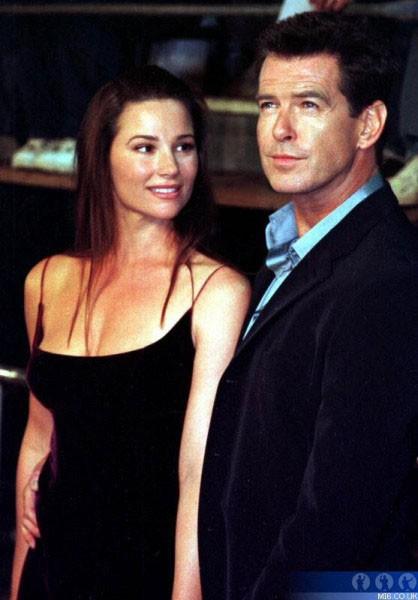 Sau nỗi đau mất vợ con, tài tử Điệp viên 007 tìm được tình yêu mới và họ yêu nhau suốt 23 năm dù cô ấy béo, xấu thế nào - Ảnh 10.