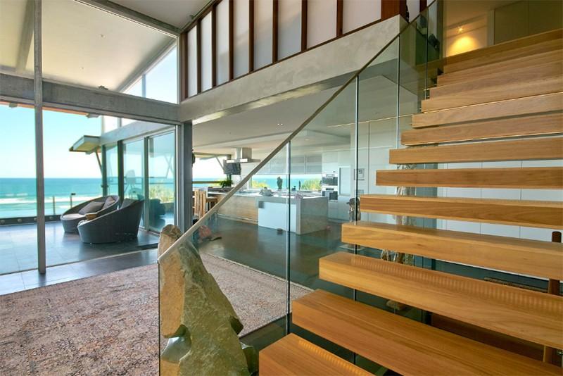 17 thiết kế cầu thang đẹp mắt được kết hợp từ gỗ và kính - Ảnh 19.
