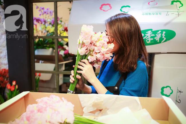 Hà Nội: Chi 72 triệu để mua hoa tươi nhập khẩu đủ tiêu chí độc và đẹp về chơi Tết - Ảnh 12.