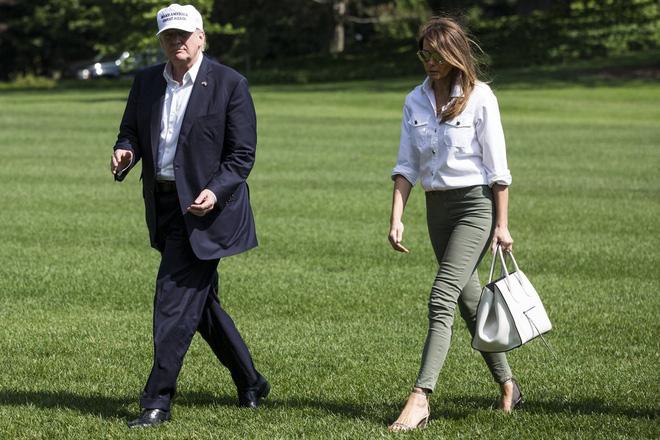 Nổi tiếng với việc dát loạt hàng hiệu lên người nhưng phu nhân Tổng thống Trump cũng có lúc diện đồ bình dân