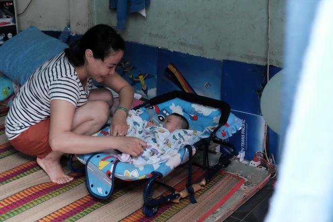 Nhặt được em bé sơ sinh trước cổng chùa, người phụ nữ giúp việc mang về nuôi nấng yêu thương - Ảnh 12.