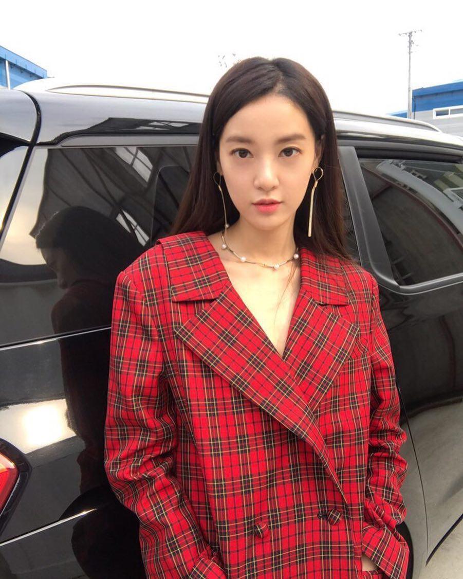 Nhan sắc bạn gái tin đồn của G-Dragon: Từ mỹ nhân gợi cảm tuột dốc thành bộ xương di động - Ảnh 18.