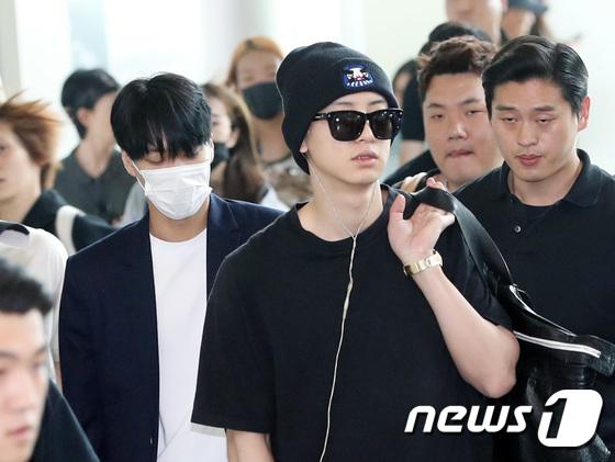 DBSK, SNSD, EXO cùng dàn trai xinh gái đẹp nhà SM đồng loạt đổ bộ, gây náo loạn sân bay - Ảnh 13.