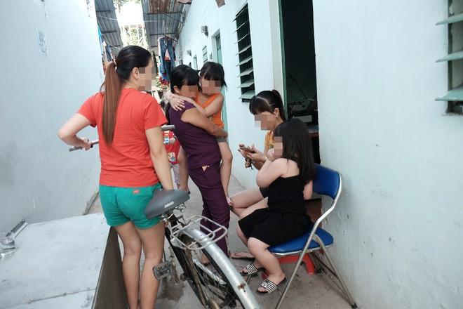 """Phụ huynh trẻ bị bảo mẫu bạo hành dã man ở Sài Gòn: """"Nhiều lần tôi đề nghị xem camera nhưng cô đều từ chối - Ảnh 13."""