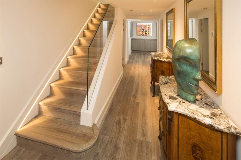 17 thiết kế cầu thang đẹp mắt được kết hợp từ gỗ và kính - Ảnh 23.
