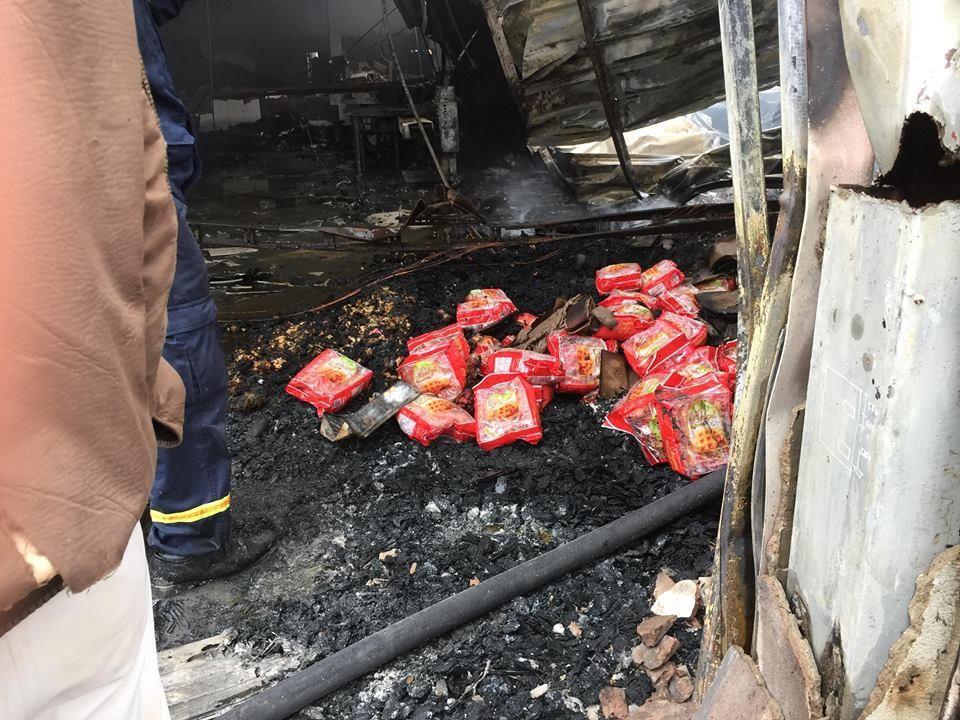 Hiện trường tan hoang sau đám cháy lớn ở Công ty bánh kẹo - Ảnh 13.