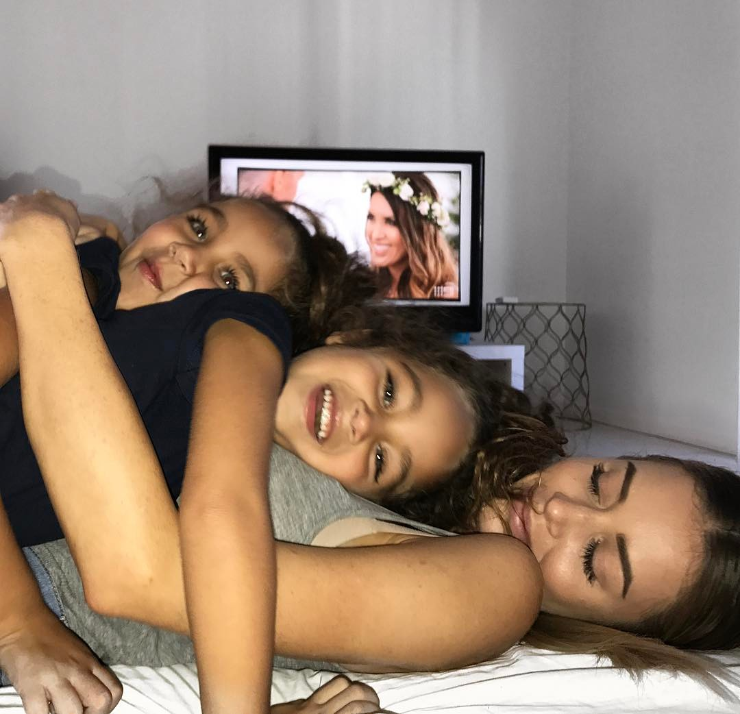 Gia đình nhà người ta: Bố đẹp, mẹ xinh, con cũng đáng yêu như thiên thần - Ảnh 13.