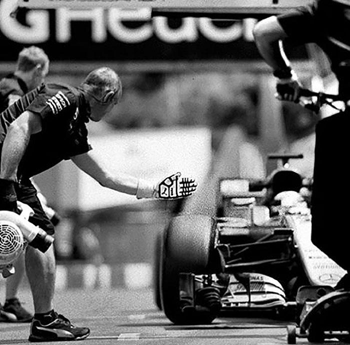 Nhiếp ảnh gia chớp khoảnh khắc của những chiếc xe đua Công thức 1 với chiếc máy ảnh 104 tuổi, và đây là kết quả - Ảnh 26.