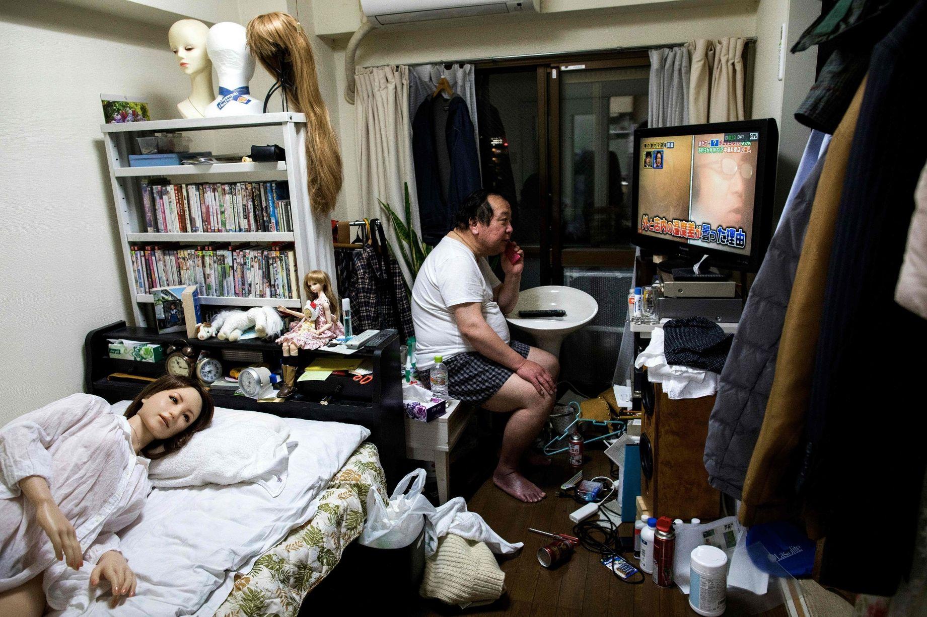 Cuộc sống cô quạnh của đàn ông Nhật Bản bên búp bê tình dục - Ảnh 7.