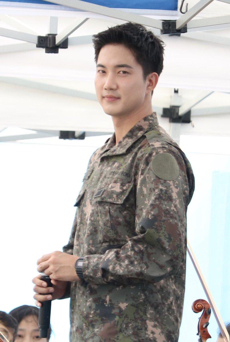Biệt đội mỹ nam hàng đầu xứ Hàn trong quân ngũ thành hiện tượng vì đẹp hơn cả Hậu duệ mặt trời - Ảnh 14.