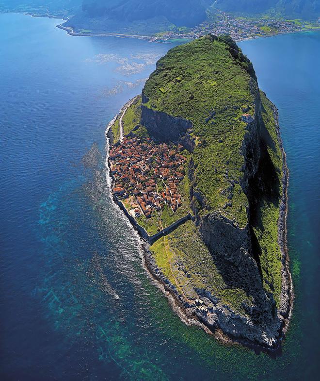 Ngất ngây đắm chìm trong những ngôi làng phủ đầy hoa tươi khắp thế giới - Ảnh 14.