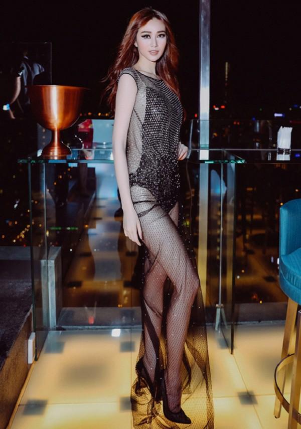 Năm 2017, Ngọc Trinh xứng đáng là Nữ hoàng váy nhái của showbiz Việt - Ảnh 14.