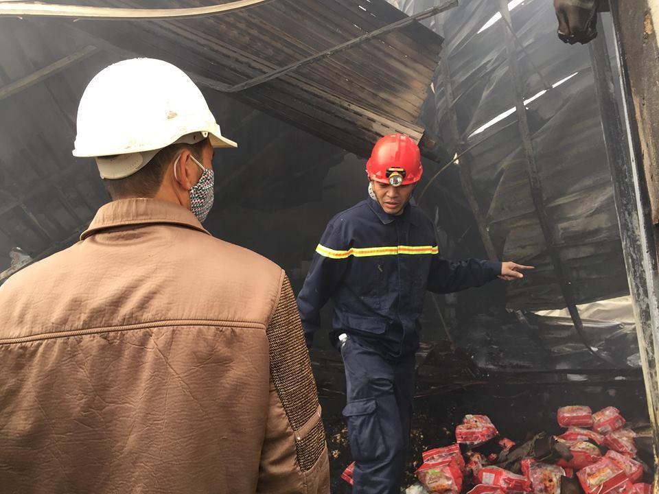 Hiện trường tan hoang sau đám cháy lớn ở Công ty bánh kẹo - Ảnh 14.