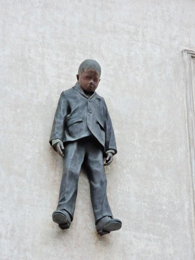 7 bức tượng khiến bạn vừa có cảm giác thích thú, vừa rùng mình run sợ - Ảnh 8.