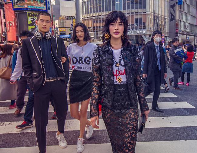 Dolce & Gabbana bị cư dân Trung Quốc chỉ trích vì bôi xấu hình ảnh quốc gia trong loạt hình mới nhất - Ảnh 15.