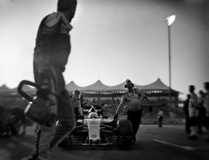 Nhiếp ảnh gia chớp khoảnh khắc của những chiếc xe đua Công thức 1 với chiếc máy ảnh 104 tuổi, và đây là kết quả - Ảnh 28.