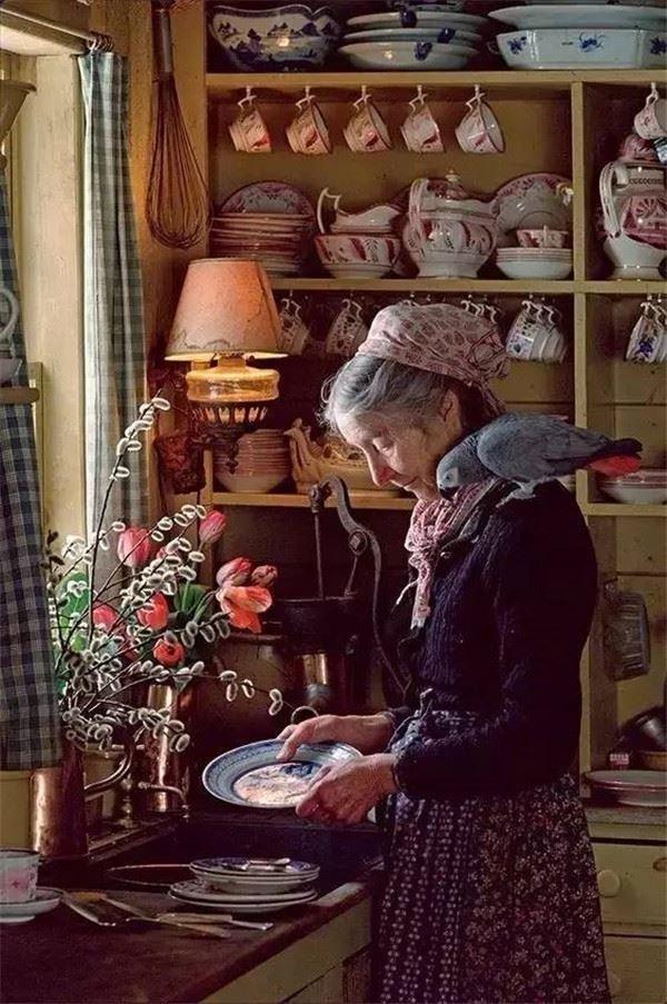 Ngôi nhà cổ tích có thật của bà cụ 92 tuổi khiến ai ai cũng phải trầm trồ, ước mơ - Ảnh 15.