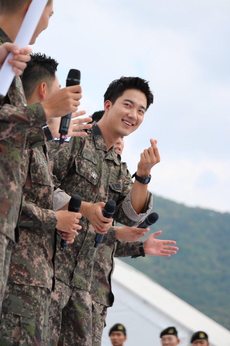 Biệt đội mỹ nam hàng đầu xứ Hàn trong quân ngũ thành hiện tượng vì đẹp hơn cả Hậu duệ mặt trời - Ảnh 15.