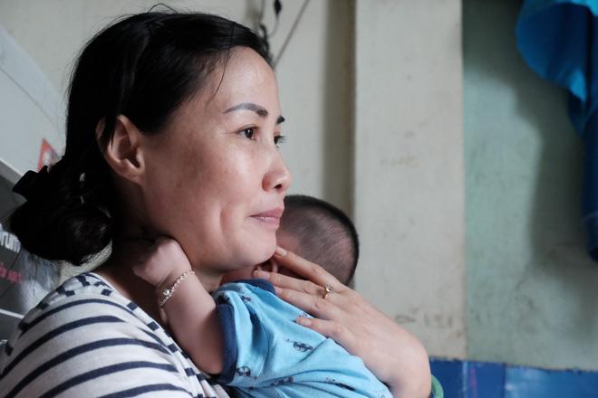 Nhặt được em bé sơ sinh trước cổng chùa, người phụ nữ giúp việc mang về nuôi nấng yêu thương - Ảnh 15.