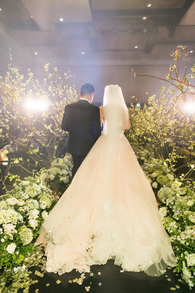 10 đám cưới Việt trong năm 2017 không phải của sao showbiz nhưng cực kỳ xa hoa khiến MXH nô nức chỉ dám nhìn không dám ước - Ảnh 15.