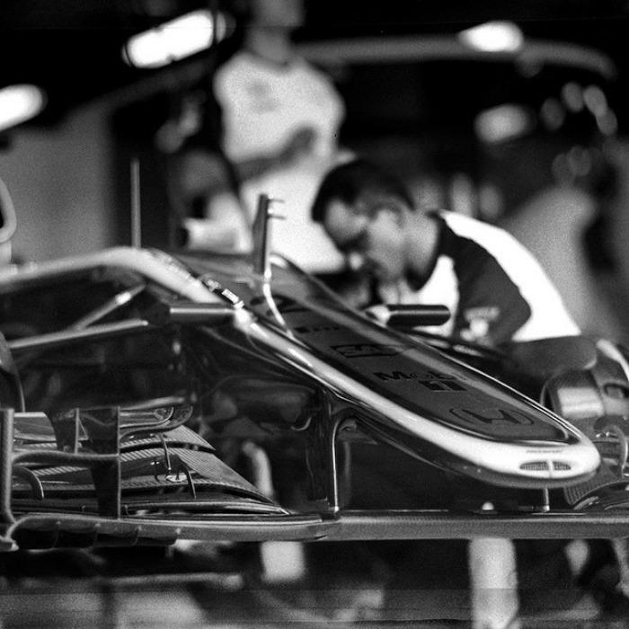 Nhiếp ảnh gia chớp khoảnh khắc của những chiếc xe đua Công thức 1 với chiếc máy ảnh 104 tuổi, và đây là kết quả - Ảnh 30.