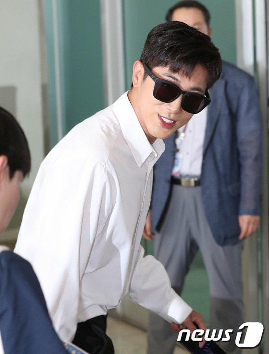 DBSK, SNSD, EXO cùng dàn trai xinh gái đẹp nhà SM đồng loạt đổ bộ, gây náo loạn sân bay - Ảnh 16.