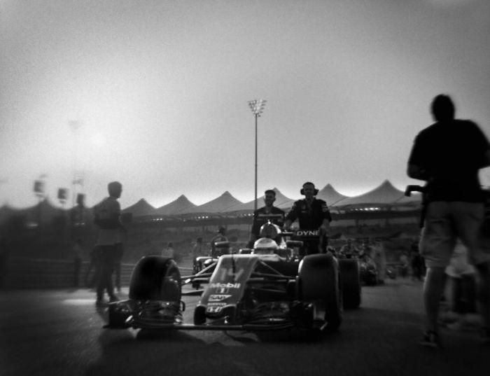 Nhiếp ảnh gia chớp khoảnh khắc của những chiếc xe đua Công thức 1 với chiếc máy ảnh 104 tuổi, và đây là kết quả - Ảnh 32.