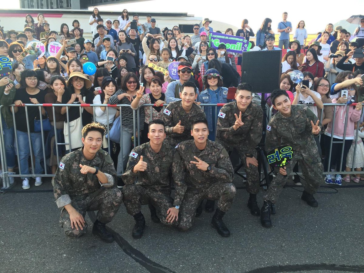 Biệt đội mỹ nam hàng đầu xứ Hàn trong quân ngũ thành hiện tượng vì đẹp hơn cả Hậu duệ mặt trời - Ảnh 17.