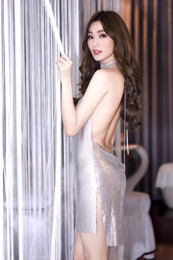 Năm 2017, Ngọc Trinh xứng đáng là Nữ hoàng váy nhái của showbiz Việt - Ảnh 17.