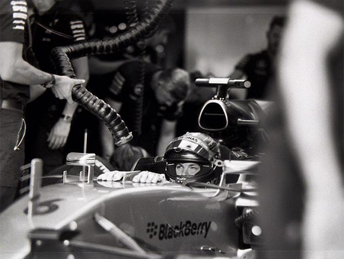 Nhiếp ảnh gia chớp khoảnh khắc của những chiếc xe đua Công thức 1 với chiếc máy ảnh 104 tuổi, và đây là kết quả - Ảnh 34.