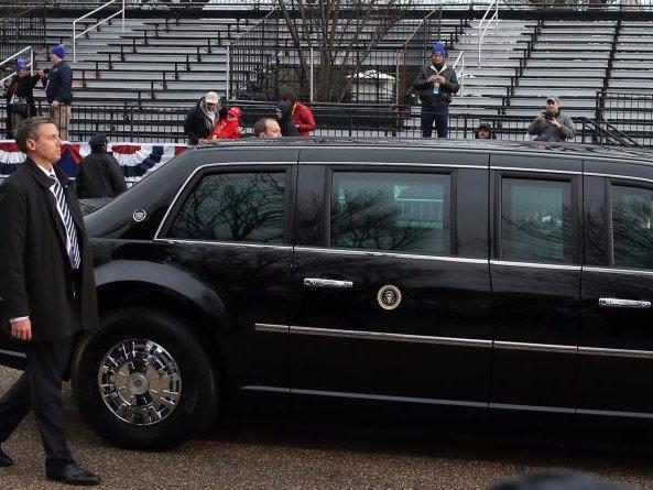 Cận cảnh Đội mật vụ bảo vệ Tổng thống Mỹ Donald Trump - Ảnh 18.