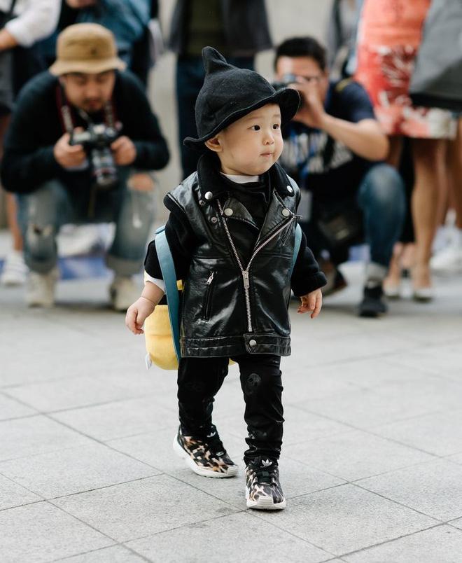 Ai là nhân vật đứng phía sau những nhóc tỳ sành điệu tại Tuần lễ thời trang Seoul? - Ảnh 18.