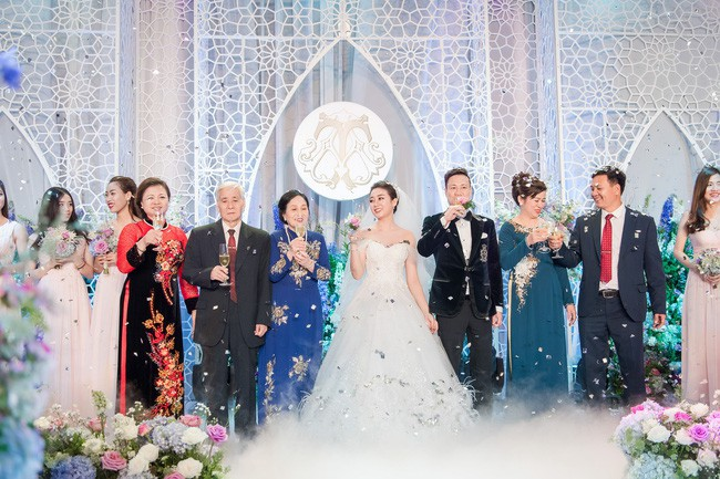 10 đám cưới Việt trong năm 2017 không phải của sao showbiz nhưng cực kỳ xa hoa khiến MXH nô nức chỉ dám nhìn không dám ước - Ảnh 18.