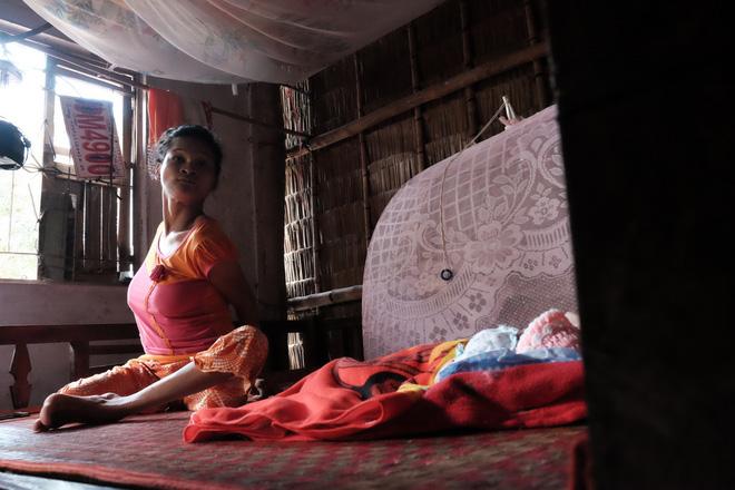 Nhìn cách người mẹ điên chăm sóc con gái sơ sinh 15 ngày tuổi ai cũng xúc động vì tình mẫu tử - Ảnh 19.