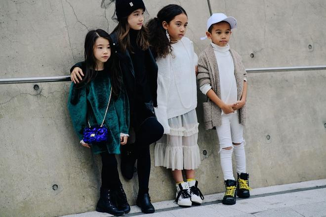 Ai là nhân vật đứng phía sau những nhóc tỳ sành điệu tại Tuần lễ thời trang Seoul? - Ảnh 19.