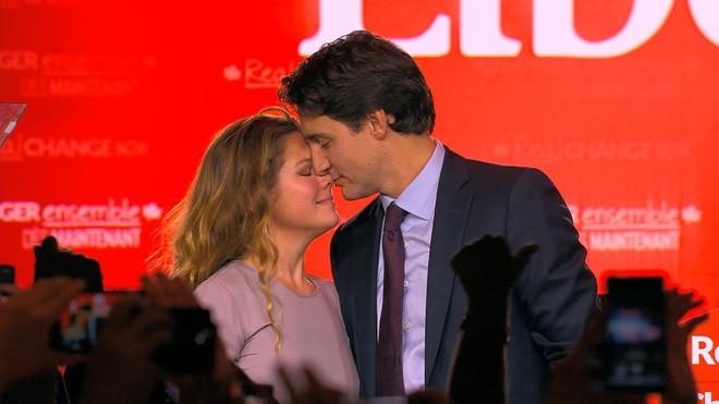 Lời tỏ tình lịm tim và 12 năm hôn nhân trên cả mật ngọt của Thủ tướng Canada đẹp trai như tài tử - Ảnh 16.
