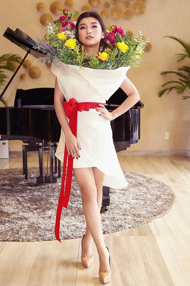 Năm 2017, Ngọc Trinh xứng đáng là Nữ hoàng váy nhái của showbiz Việt - Ảnh 20.