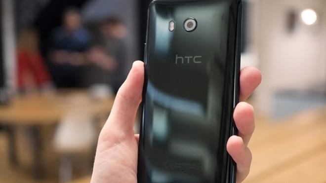 HTC U11 chính thức ra mắt, cho phép người dùng thao tác bằng cách bóp chặt - Ảnh 3.