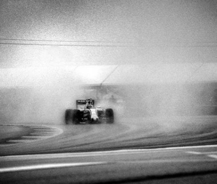 Nhiếp ảnh gia chớp khoảnh khắc của những chiếc xe đua Công thức 1 với chiếc máy ảnh 104 tuổi, và đây là kết quả - Ảnh 4.