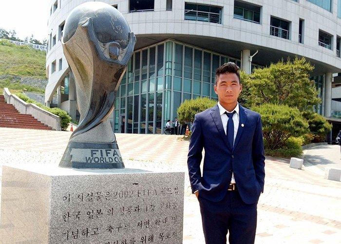 Tuyển thủ U20 Việt Nam như tài tử điện ảnh đổ bộ Cheonan - Ảnh 3.
