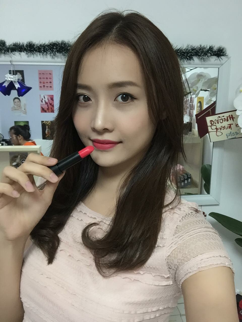 Mỹ nữ Showbiz Việt phát sốt với dòng son môi mới - Ảnh 3.