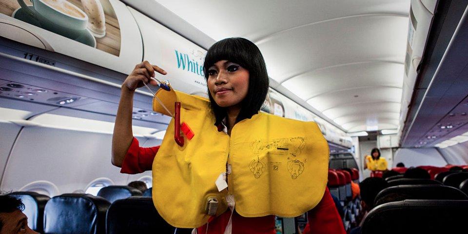 Bạn có còn ước mơ trở thành tiếp viên hàng không nếu biết hết 16 điều này? - Ảnh 3.
